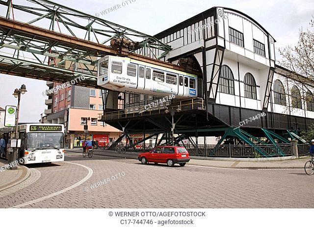 Germany, Wuppertal, Wupper, Bergisches Land, Nordrhein-Westfalen, NRW, Wuppertal-Oberbarmen, Schwebebahn, Haltestation Oberbarmen, Bahnhof, Transport, Verkehr