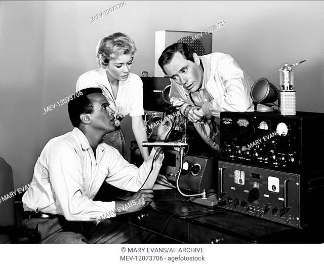 Harry Belafonte, Inger Stevens & Mel Ferrer Characters: RALPH BURTON, SARAH CRANDALL, BENSON THACKER Film: The World, The Flesh And The Devil (1959) Director:...