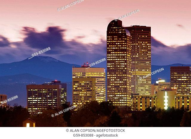 USA, Colorado, Denver, Skyline across the Denver City Park