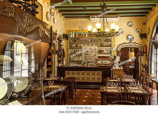 Spain, Catalonia, Catalunya, Barcelona, Barri Gotic, El Quatre Gats Old bodega interieur