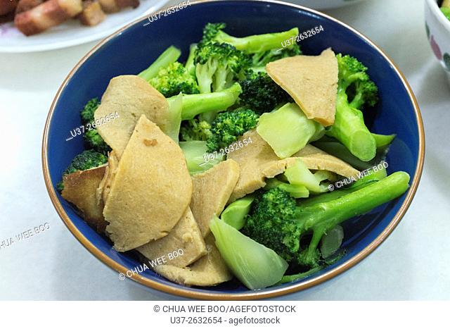 Broccoli with mushroom cooked in vegetarian food