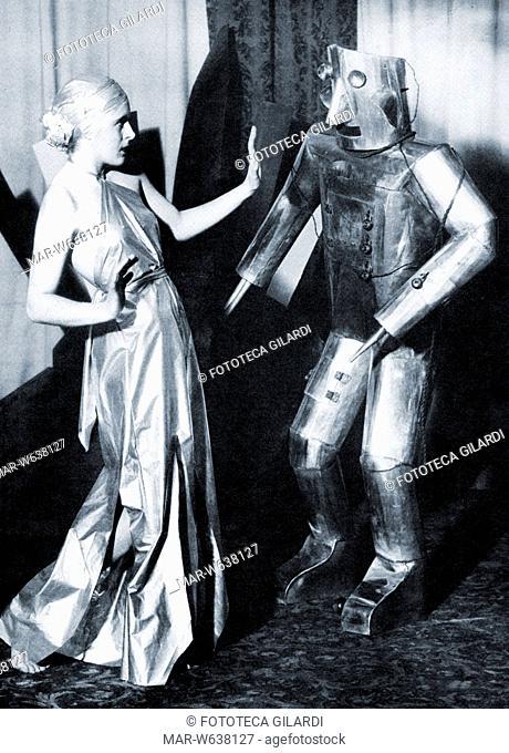 ROBOT nella parte della Bestia, in un remake moderno della favola 'La bella e la bestia'. Fotografia pubblicitaria dello spettacolo teatrale