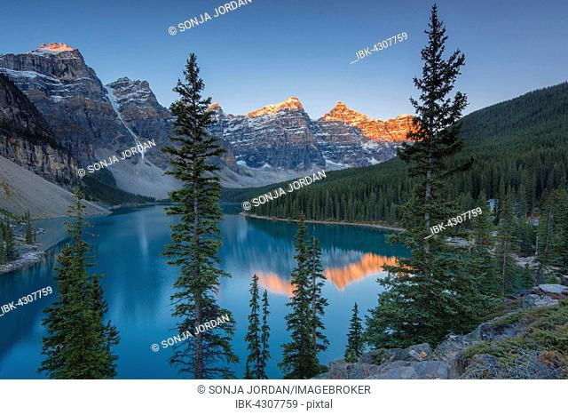 Moraine Lake, glacially-fed lake, in the evening light, Valley of the Ten Peaks, Canadian Rockies, Banff National Park, Alberta Province, Canada