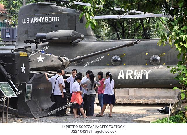 Ho Chi Min City (Vietnam): Vietnamese students visiting the  War Remnants Museum