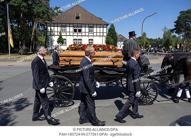 24 July 2018, Germany, Warendorf: The coffin bearers Otto Becker (front L-R), Heinrich-Hermann Engemann and Peter Teeuwen, national show jumping coaches