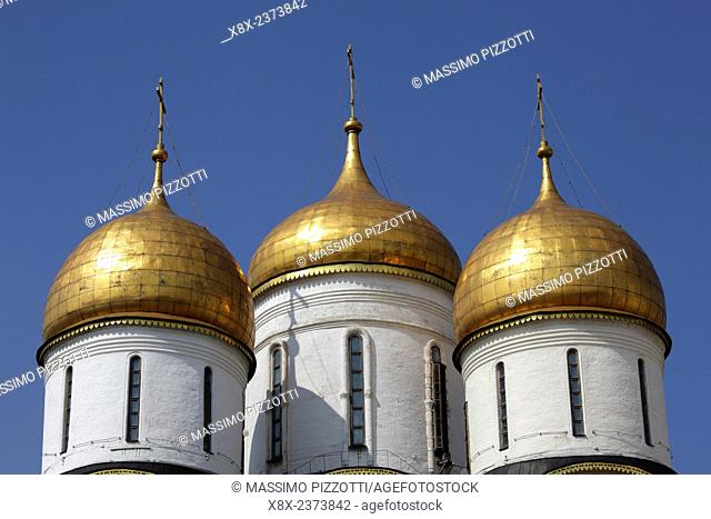 The golden domes of the Assumption Cathedral at Moscow Kremlin, Moscow, Russia