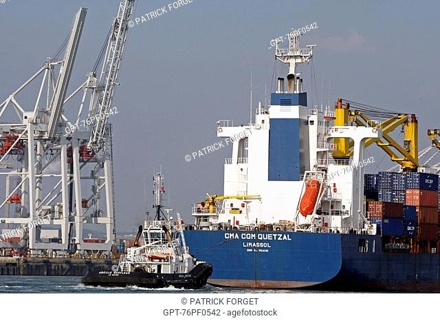 CONTAINER SHIP AND LOADING GANTRIES, COMMERCIAL PORT, LE HAVRE, SEINE-MARITIME 76, NORMANDY, FRANCE