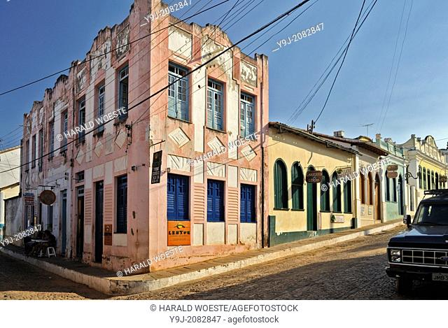 Brazil, Bahia, Lencois (Parque Nacional de Chapada Diamantina): Typical architecure, corner shop and cobbled street in Lencois' charming centre