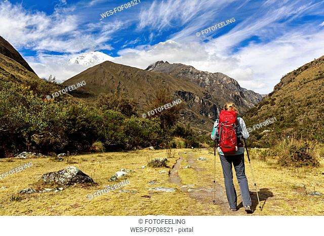Peru, Andes, Cordillera Blanca, Huascaran National Park, tourist on hiking trail with view to Nevado Huascaran