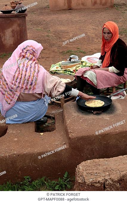 BERBER WOMEN MAKING CAKES, TERRES D'AMANAR, TAHANAOUTE, AL HAOUZ, MOROCCO