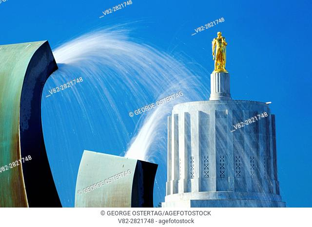 Oregon State Capitol with fountain, State Capitol State Park, Salem, Oregon
