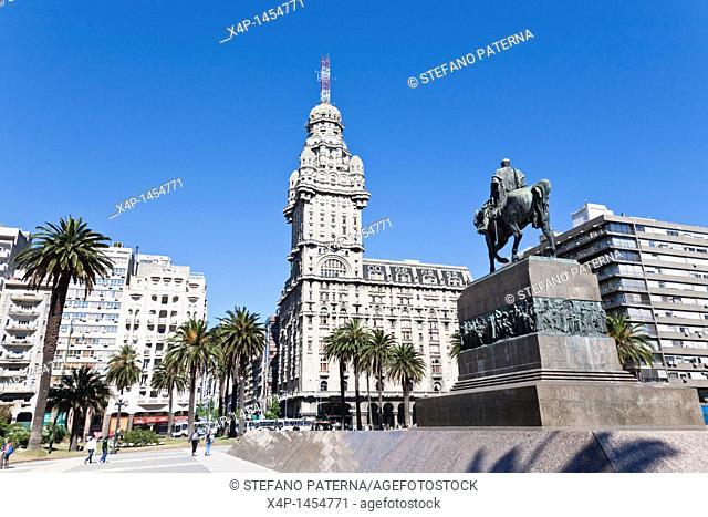 Palacio Salvo, Plaza de la Independencia, Montevideo Uruguay