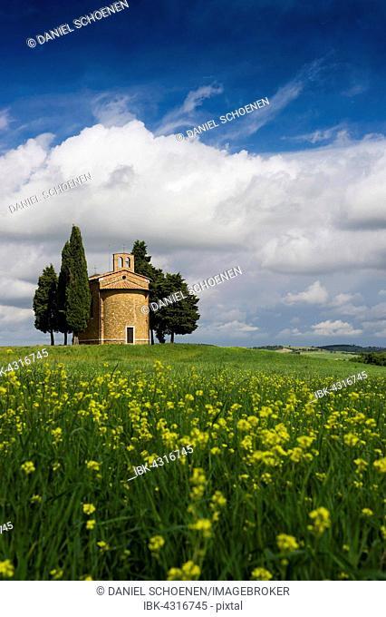 Cappella della Madonna di Vitaleta, Vitaleta chapel near Pienza, Val d'Orcia, Province of Siena, Tuscany, Italy