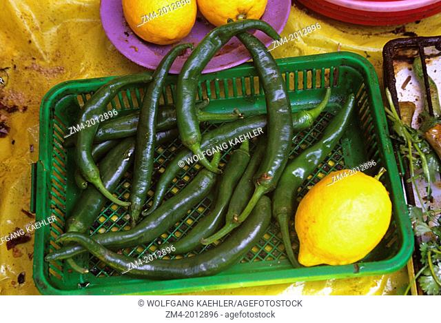 MOROCCO, NEAR MARRAKECH, ATLAS MOUNTAINS, OURIKA VALLEY, MARKET, CHILI PEPPERS AND LEMON
