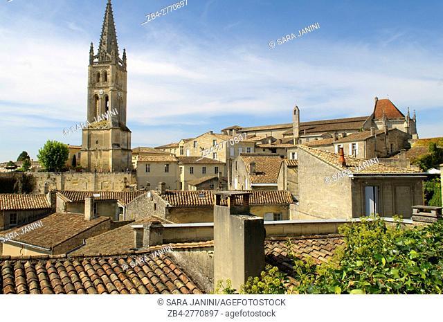 Monolithic church of Saint-Émilion, Place du Marché, St. Emilion, Aquitaine, France, Europe