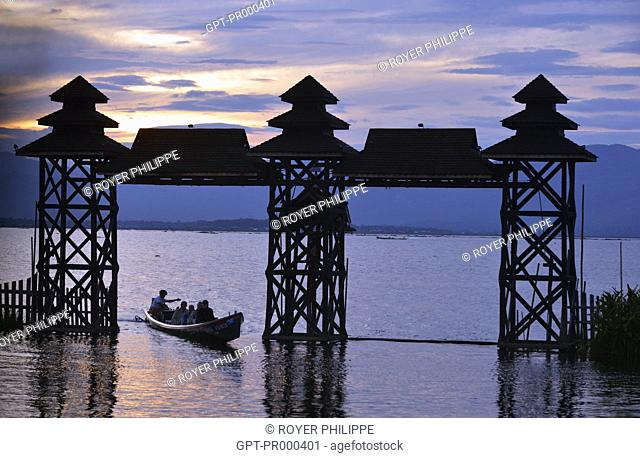 ENTRANCE TO THE HOTEL PARADISE ON LAKE INLE, MYANMAR, BURMA, ASIA