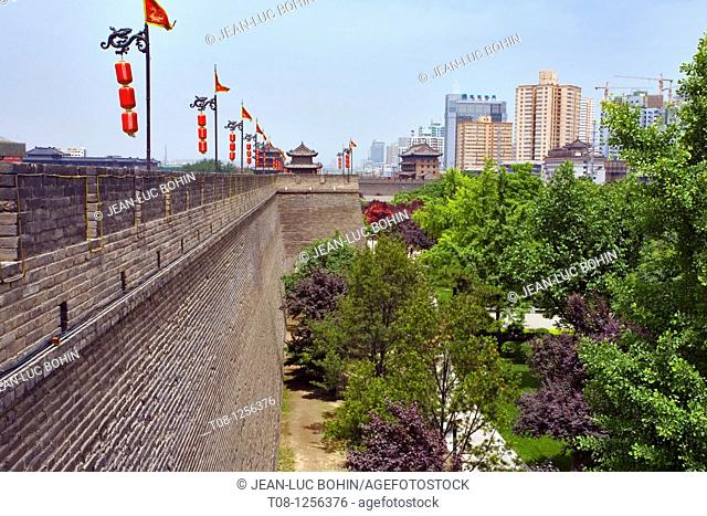 China, Xian: ming walls and contemporary buildings