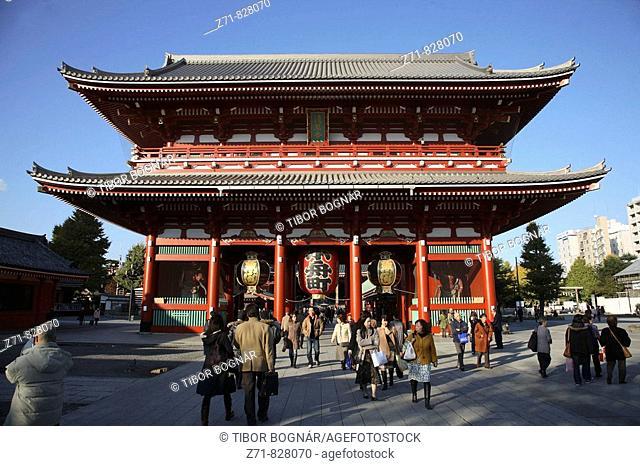 Japan, Tokyo, Asakusa, Senso-ji Temple, Hozo-mon Gate, people