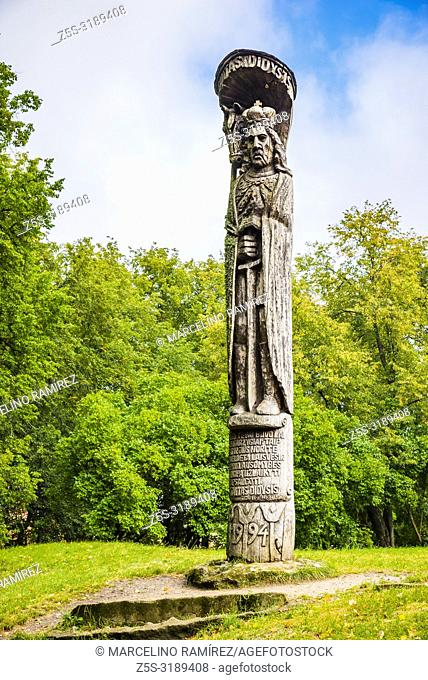 Wooden statue of Vytautas the Great, ruler of the Grand Duchy of Lithuania. Trakai, Vilnius County, Lithuania, Baltic states, Europe