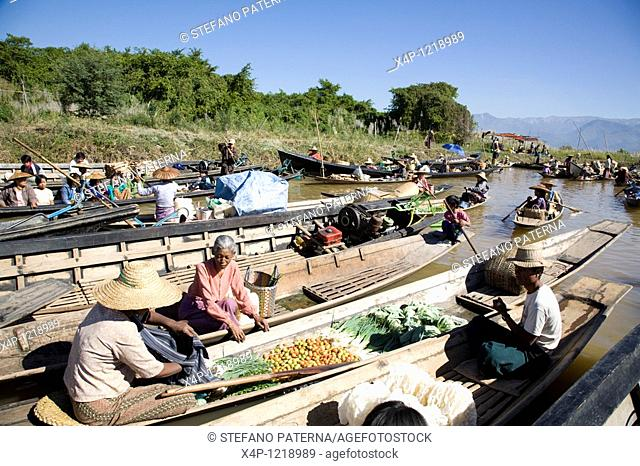 Ywama Floating Market. Inle Lake, Myanmar
