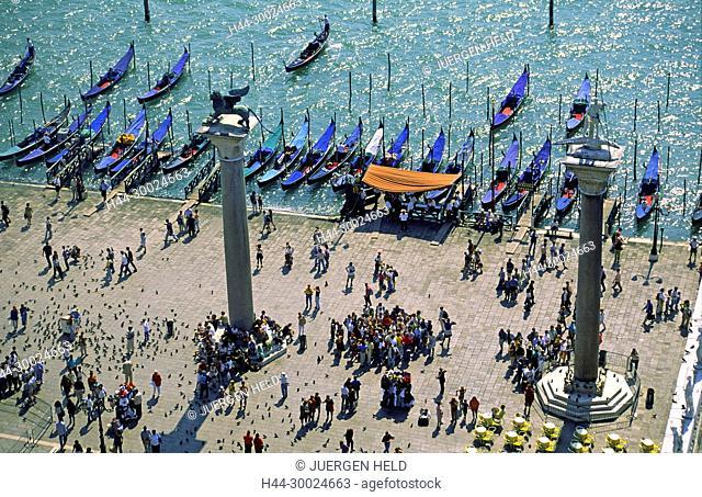 Italy Venice Riva degli Schiavoni , Canale Grande |Riva degli Schiavoni Gondola, pier,scultures with lionsVenedig, Venezia, Venice, Italia, Europe