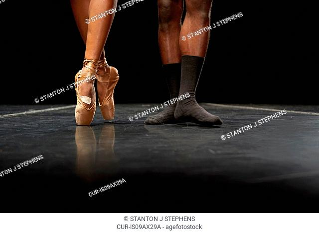 Ballet dancers' feet en pointe and in second position