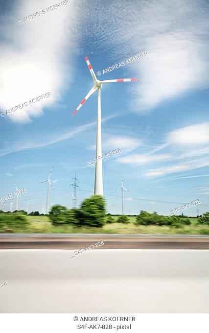 Windrad am Straßenrand