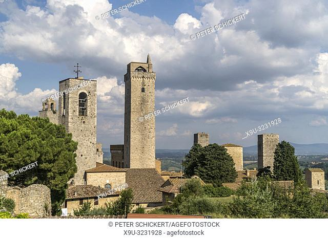 mittelalterliche Geschlechtertürme in San Gimignano, Toskana, Italien   medieval tower houses of San Gimignano, Tuscany, Italy