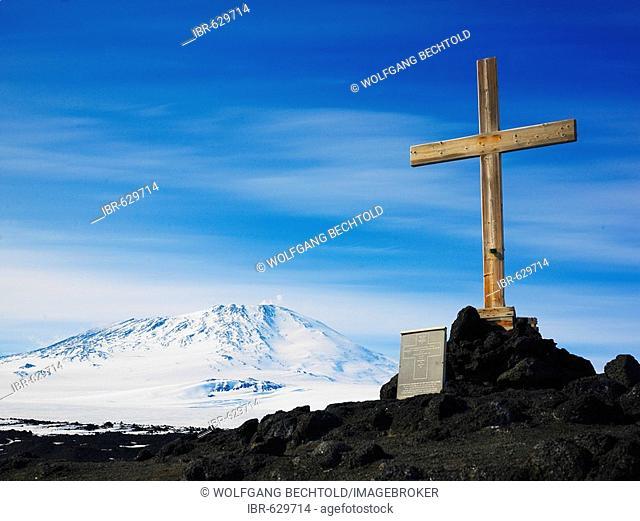 Memorial cross on Wind Vane Hill, Mt Erebus, 3794 m, Cape Evans on Ross Island, Antarctica