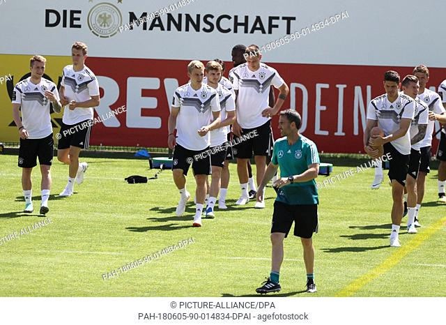 05 June 2018, Italy, Eppan: Soccer, German national team, Germany, preperation for the World Cup in Russia 2018. The players prepare for their sprint exercises