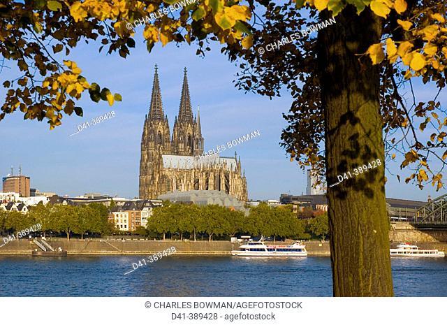 Germany, North Rhine-Westphalia. Cologne. Cathedral and Hohenzollernbrucke daytime