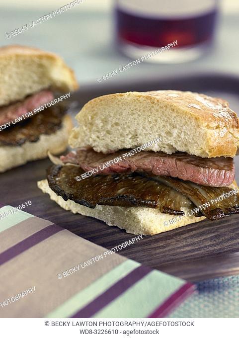 mini de pepito de ternera con girgola a la plancha / mini-sandwich of veal pepito with grilled girgola