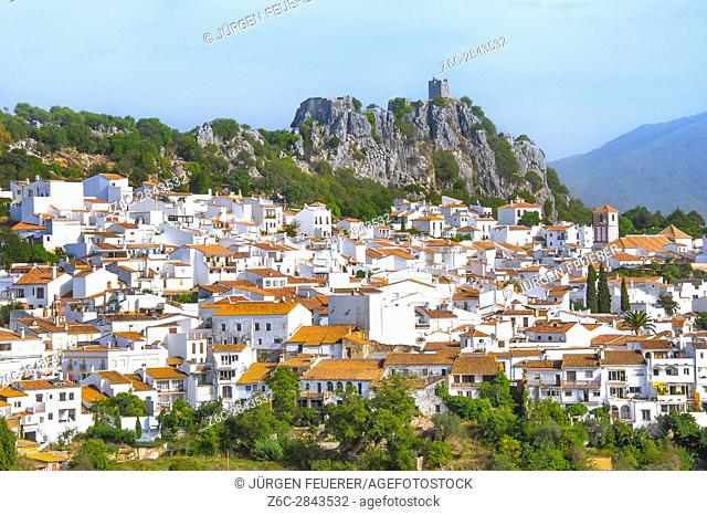 Town Gaucin with mountain scenery, province of Málaga, Andalusia, Spain