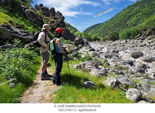 Mountaineers in the Santa María gorge. Sierra de Gredos. Candeleda. Avila. Castilla Leon. Spain