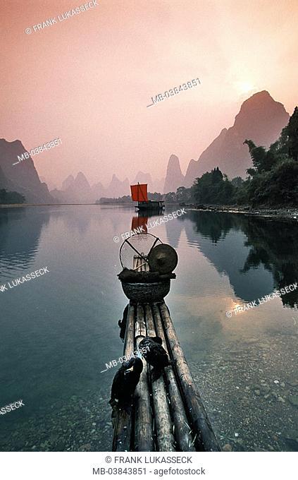 China, Guangxi, Yangshuo, Li Jiang, bamboo-boat, Kormorane, twilight, Asia, Eastern Asia, Karstkegelberge, Karstberge, mountains, rock-formations, Li river