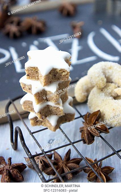 Cinnamon stars, vanilla dumplings and star anise on a cake rack