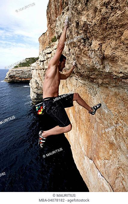 Miguel Riera, pro climbers, Spain, Majorca, Deep Water Soloing, rock wall, steep, sea