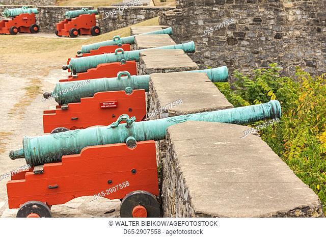 USA, New York, Adirondack Mountains, Ticonderoga, Fort Ticonderoga, canons
