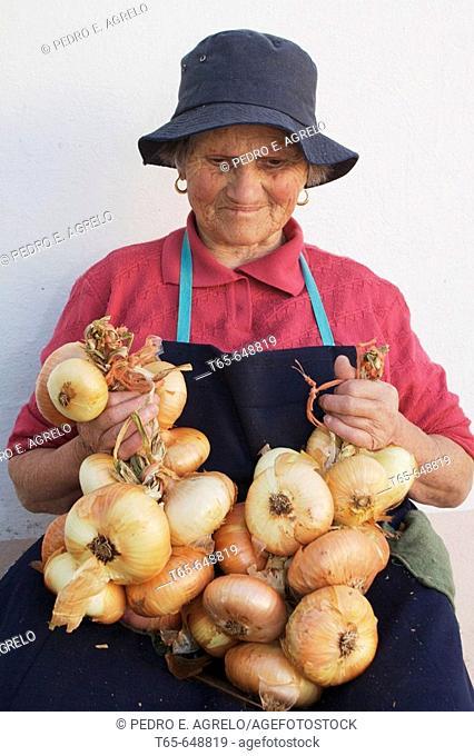 Woman bundling onions, Palas de Rei. Lugo province, Galicia, Spain