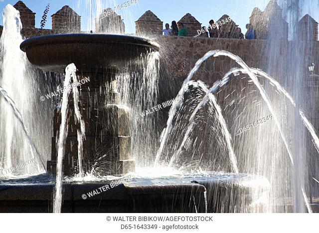 Spain, Castilla y Leon Region, Avila Province, Avila, Plaza Adolfo Suarez, fountain