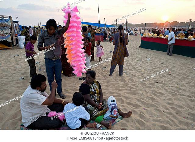 India, Tamil Nadu State, Chennai (Madras), candy floss vendors at Marina Beach very busy on sunday afternoon