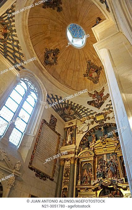 San Nicolas Chapel reredos and ceiling. Santa Iglesia Catedral Basílica .Metropolitana de Santa María. Burgos, Castilla y León, Spain