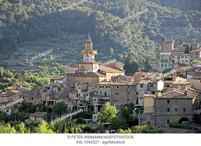 Spain, Majorca, city view of Valldemossa