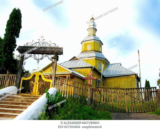 wooden Nickols'ka church in Novhorod-Sivers'kyi with gate