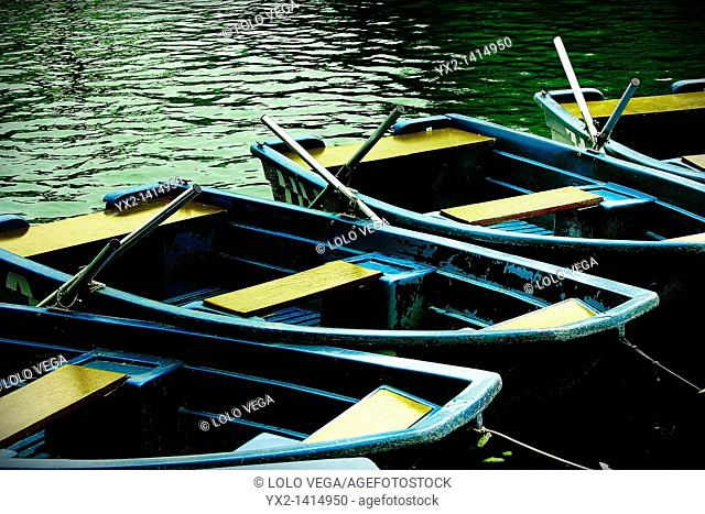 Boats on lake, Parc de la Ciutadella, Barcelona, Catalonia, Spain