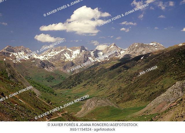 Mallo Blanco and Aragon-Subordan river, Echo valley, Huesca, Spain - Mallo Blanco y Rio Aragón Subordán, Valle de Echo, Huesca