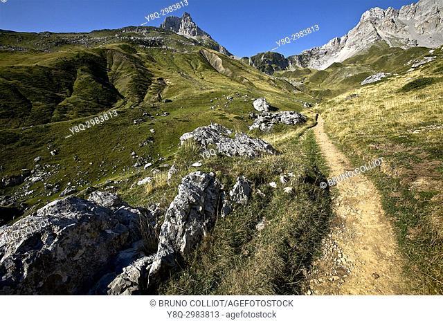 climb to the Pas of Azun, GR10