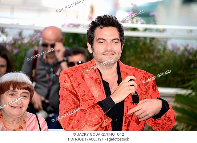 "Photocall of the film """"Visages, villages"""" Agnès Varda and Matthieu Chedid 70th Cannes Film Festival May 19, 2017 Photo Jacky Godard"