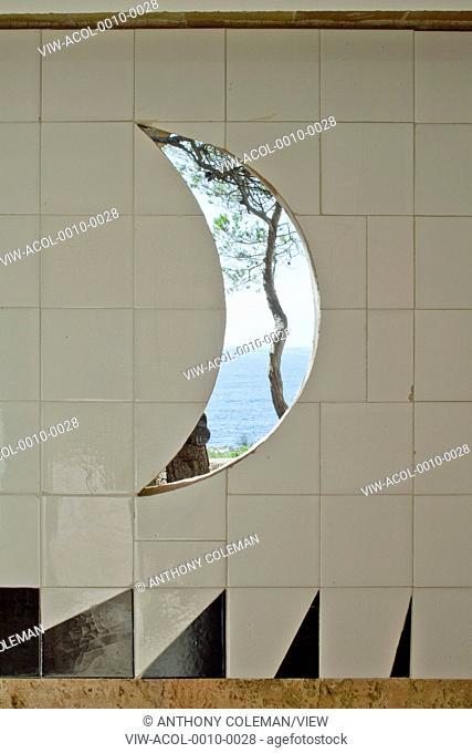 Can Lis, Mallorca, Spain. Architect: Utzon, Jorn, 1971. Crescent shaped window off entrance patio courtyard