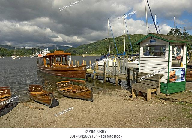 England, Cumbria, Ambleside, Pleasure boats moored on the beach and by a jetty in Ambleside at the Northern end of Lake Windermere